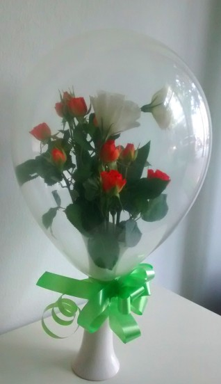 Buchet flori in balon mediu rotund